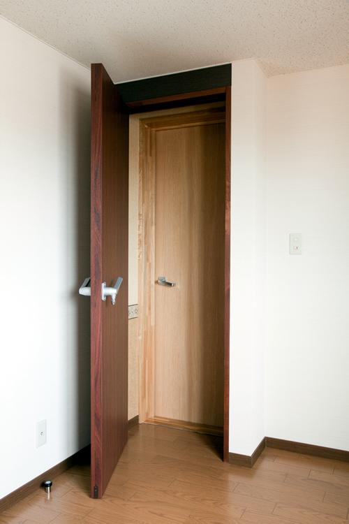 扉を1枚閉じた状態
